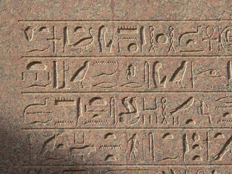 1200px-Hieroglyphe_karnak